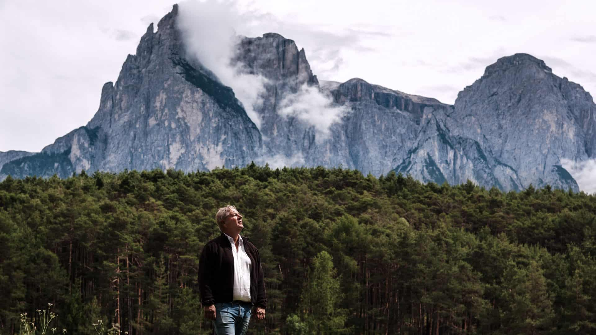 Florian Rabanser mastro distillatore ai piedi delle Dolomiti